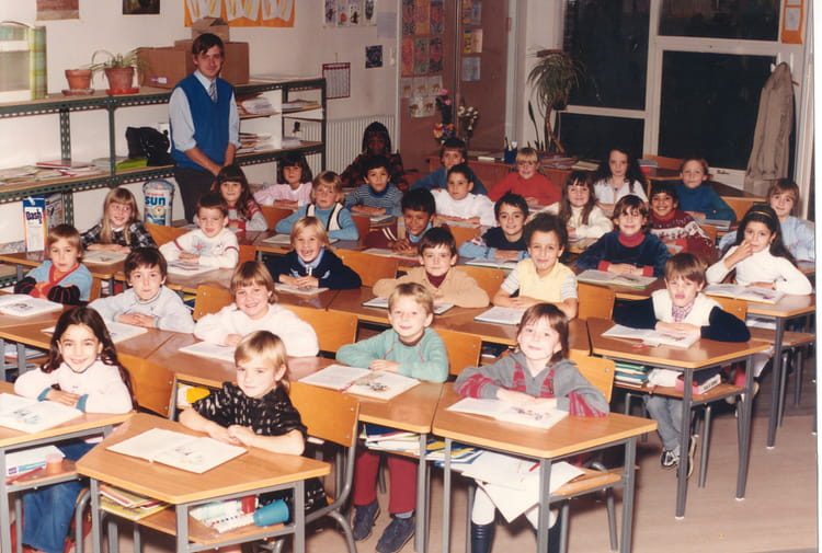 photo de classe ce1 de 1984 ecole jules verne saint pol sur mer copains d 39 avant. Black Bedroom Furniture Sets. Home Design Ideas
