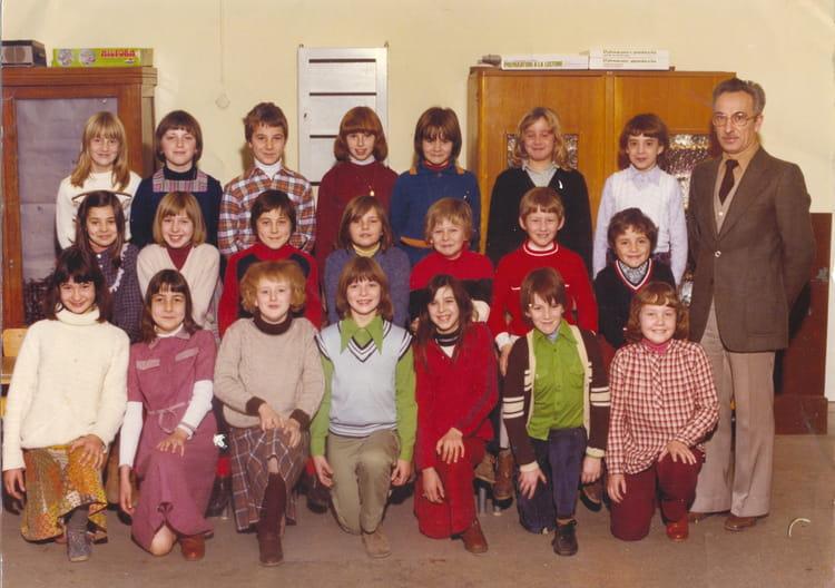 photo de classe cm2 cole du centre trith saint leger ann e 79 80 de 1979 ecole du centre. Black Bedroom Furniture Sets. Home Design Ideas