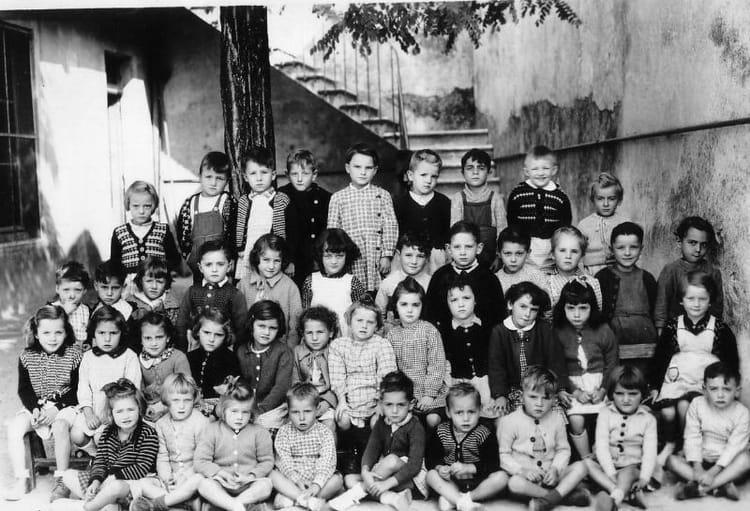 photo de classe maternelle st james de 1950 ecole saint james montelimar copains d 39 avant. Black Bedroom Furniture Sets. Home Design Ideas