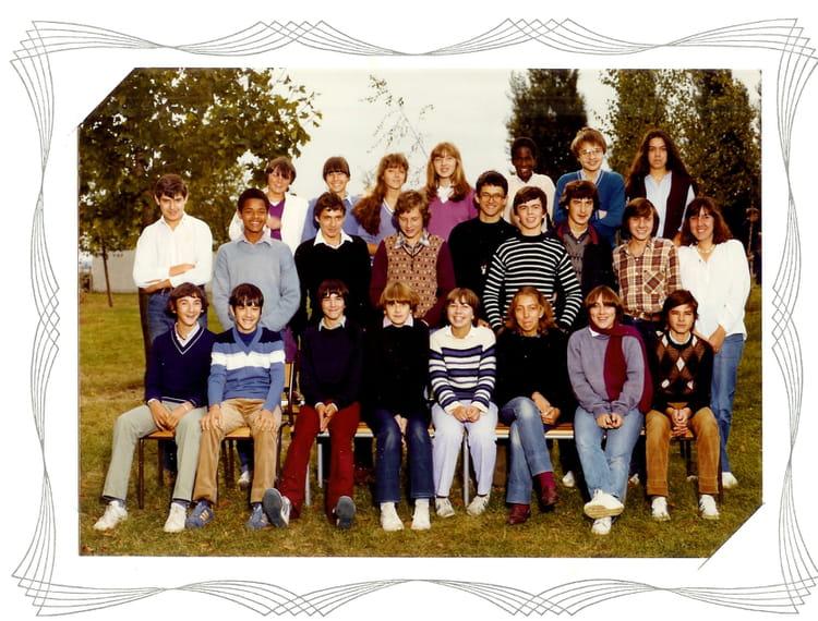 photo de classe 3eme 4 au coll ge descartes fontenay le fleury de 1980 coll ge descartes. Black Bedroom Furniture Sets. Home Design Ideas