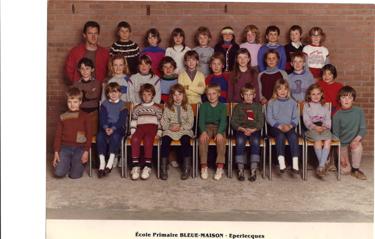 photo de classe ce1 ce2 de 1984 ecole bleue maison eperlecques copains d 39 avant. Black Bedroom Furniture Sets. Home Design Ideas