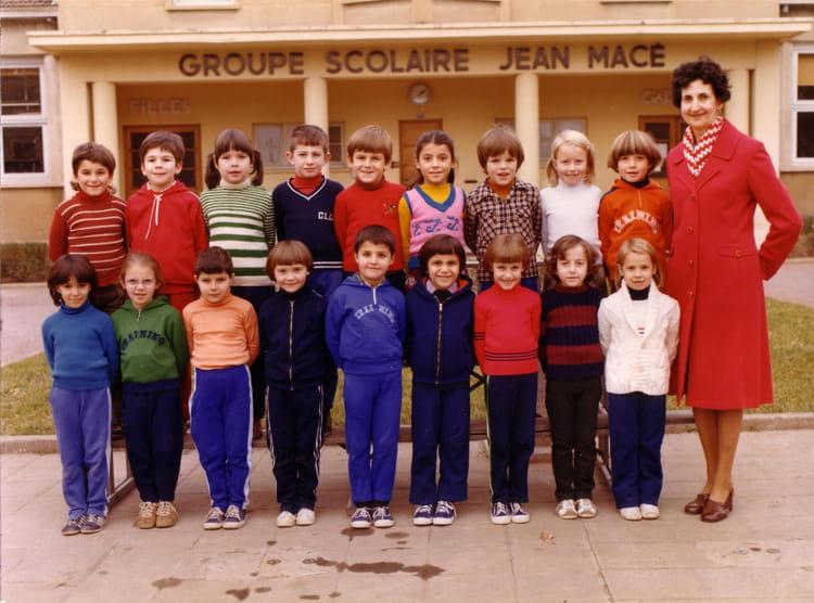 photo de classe cp de 1979 ecole jean mace villefranche sur saone copains d 39 avant. Black Bedroom Furniture Sets. Home Design Ideas
