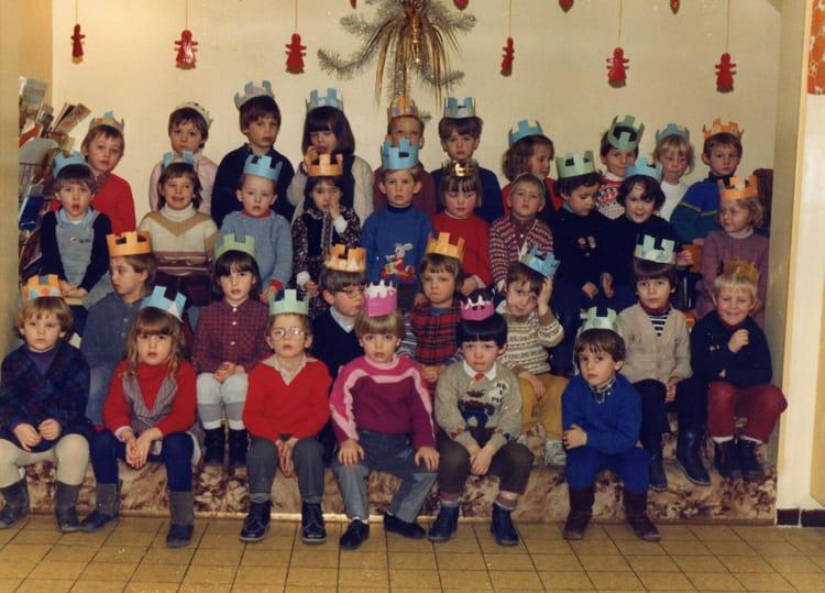 photo de classe maternelle moyenne section 2 de 1985 ecole notre dame de lourdes bethune. Black Bedroom Furniture Sets. Home Design Ideas