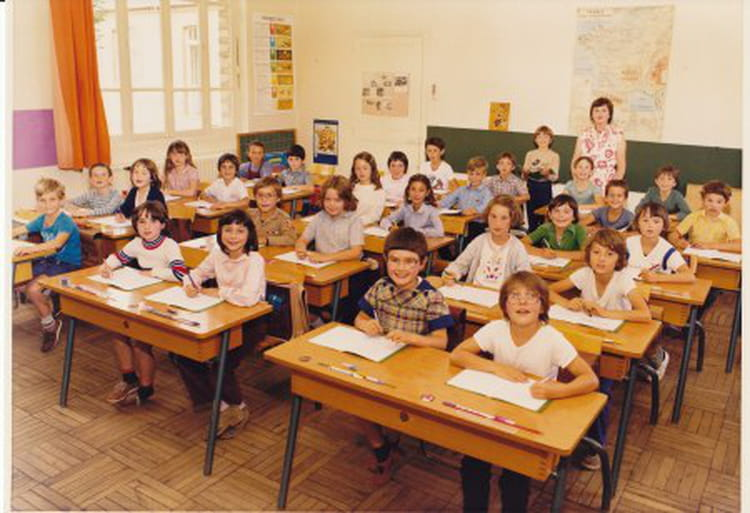 photo de classe classe de ce2 de 1981 ecole des grands villemandeur copains d 39 avant. Black Bedroom Furniture Sets. Home Design Ideas