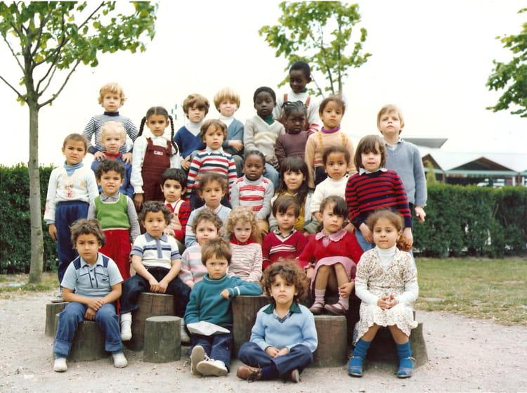 photo de classe maternelle de 1981 ecole jean mace copains d 39 avant. Black Bedroom Furniture Sets. Home Design Ideas