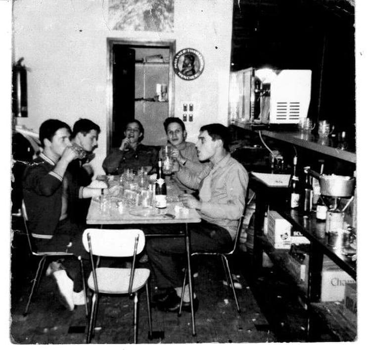 photo de classe une fondu entre copain de 1971 159 ria copains d 39 avant. Black Bedroom Furniture Sets. Home Design Ideas