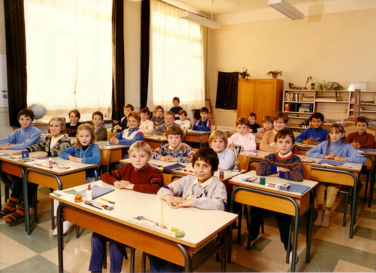 photo de classe cm1 saint parres de 1985 ecole pierre. Black Bedroom Furniture Sets. Home Design Ideas