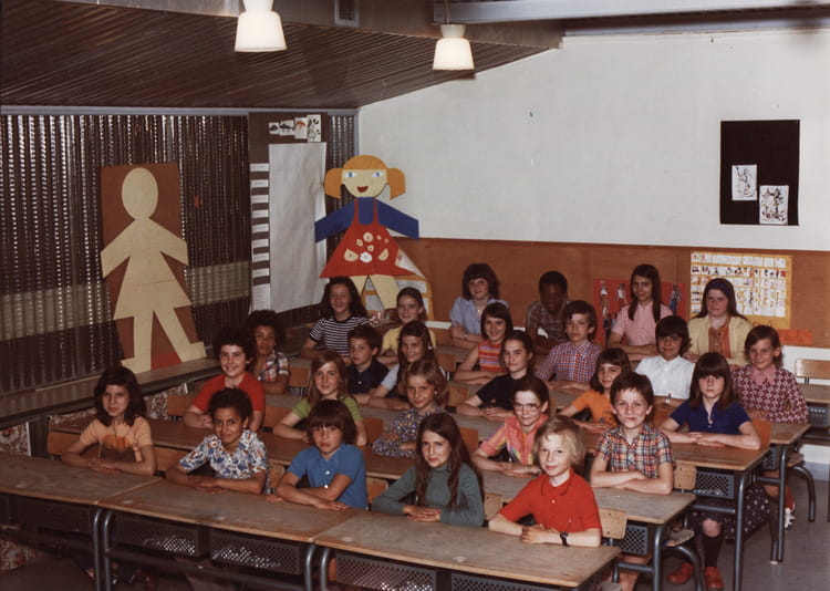 photo de classe cm1 cm2 de mme vinci de 1976 ecole jean mace sainte genevieve des bois. Black Bedroom Furniture Sets. Home Design Ideas