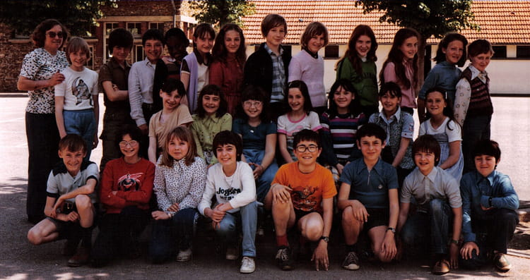 Photo de classe CM2 de 1980, Ecole Hippolyte Cocheris (Sainte Genevieve Des Bois) Copains d'avant # Auto Ecole Sainte Genevieve Des Bois