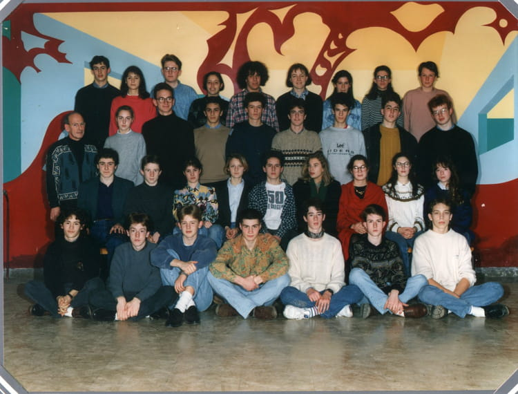photo de classe 1 re s3 de 1993 lyc e louis thuillier copains d 39 avant. Black Bedroom Furniture Sets. Home Design Ideas