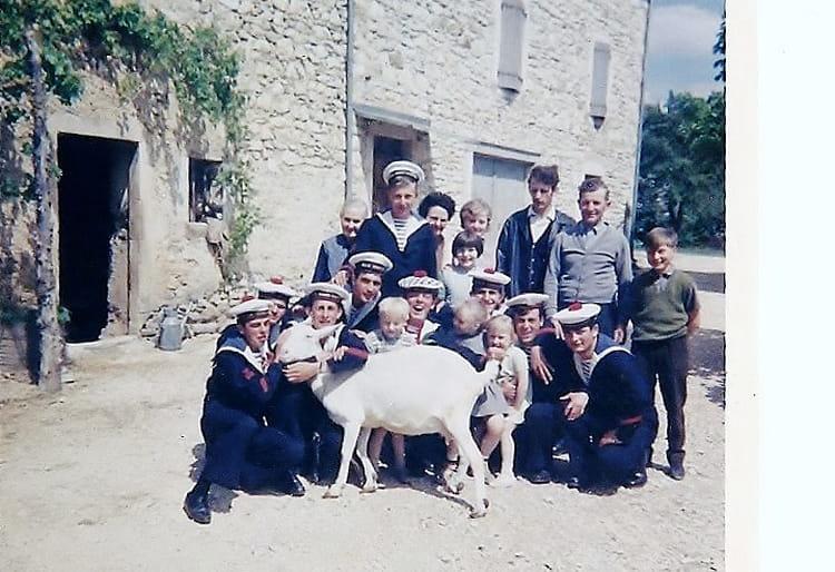 photo de classe sortie entre pote de 1967 ban nimes garons copains d avant