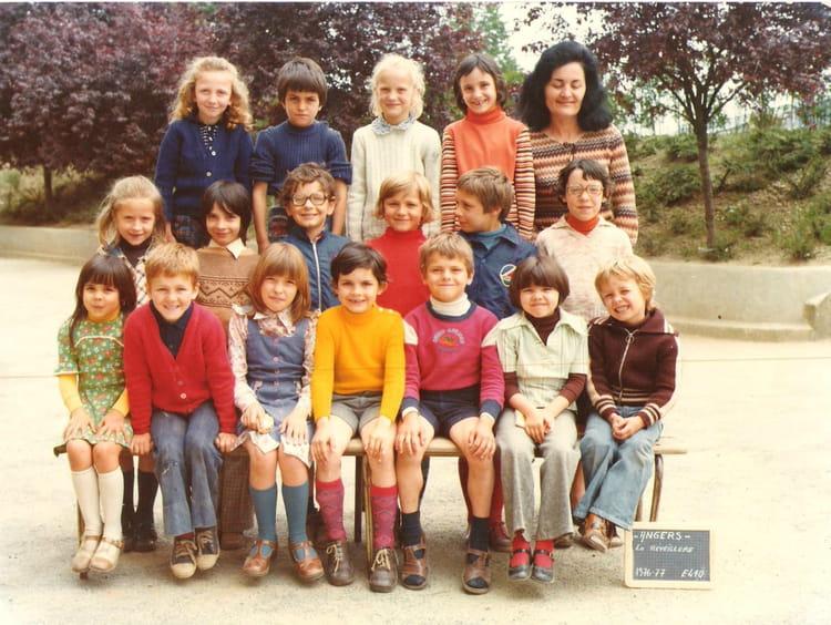 photo de classe photo classe 1976 1977 de 1976 ecole de la reveilliere copains d 39 avant. Black Bedroom Furniture Sets. Home Design Ideas