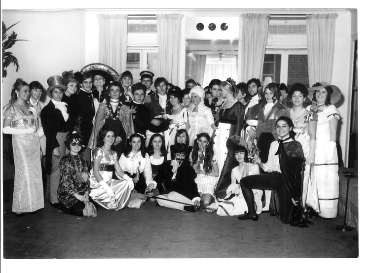 Photo de classe sainte catherine 1967 de 1967 ecole de la for Chambre syndicale de la couture parisienne