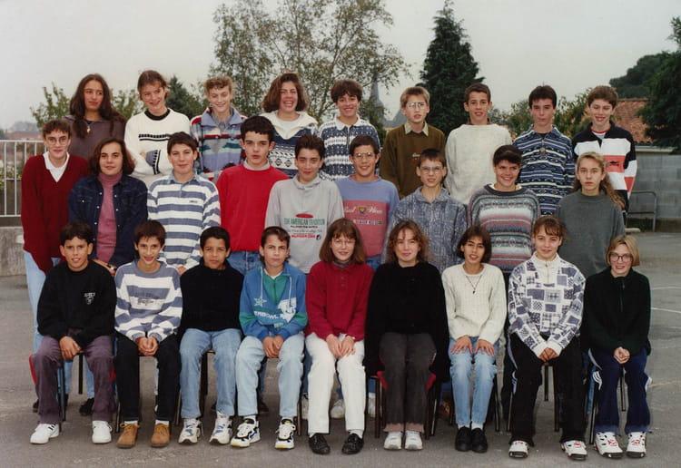 Photo de classe le poir sur vie de 1995 college du puy for Piscine poire sur vie