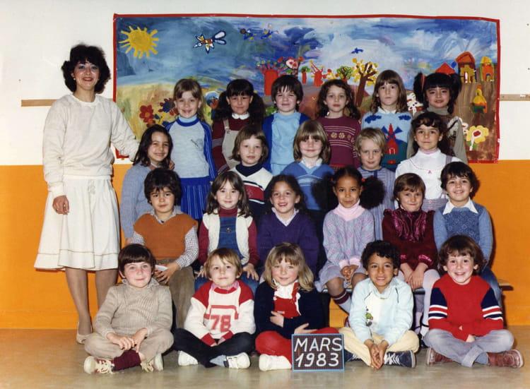 photo de classe roissy en brie de 1983 ecole la pierrerie copains d 39 avant. Black Bedroom Furniture Sets. Home Design Ideas