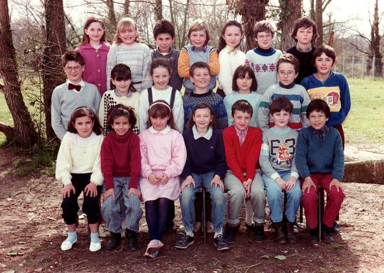 photo de classe cm 1 1985 de 1985 ecole charruauds libourne copains d 39 avant. Black Bedroom Furniture Sets. Home Design Ideas