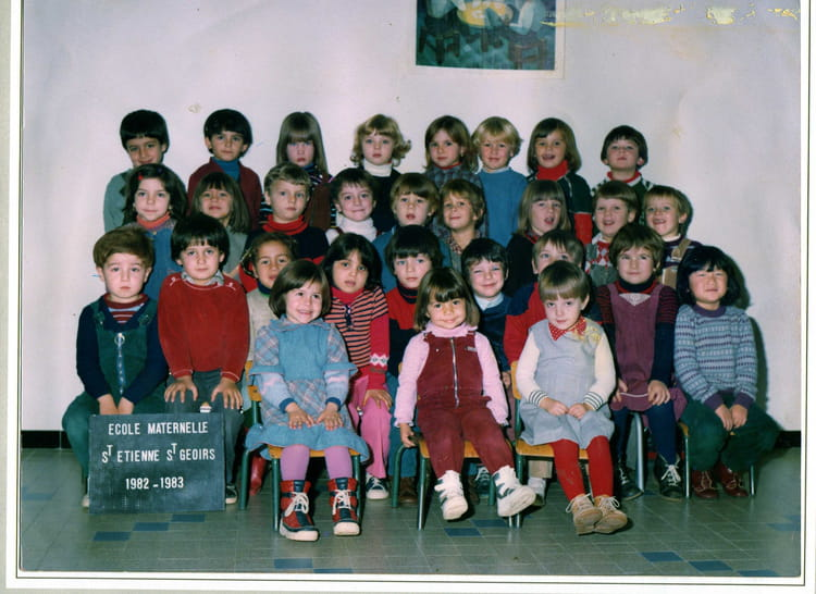photo de classe moyen de 1982 ecole primaire saint etienne de saint geoirs copains d 39 avant. Black Bedroom Furniture Sets. Home Design Ideas