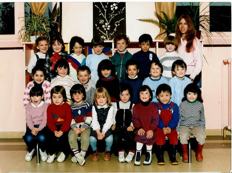 photo de classe maternelle de 1985 ecole paul bert saint jean de la ruelle copains d 39 avant. Black Bedroom Furniture Sets. Home Design Ideas