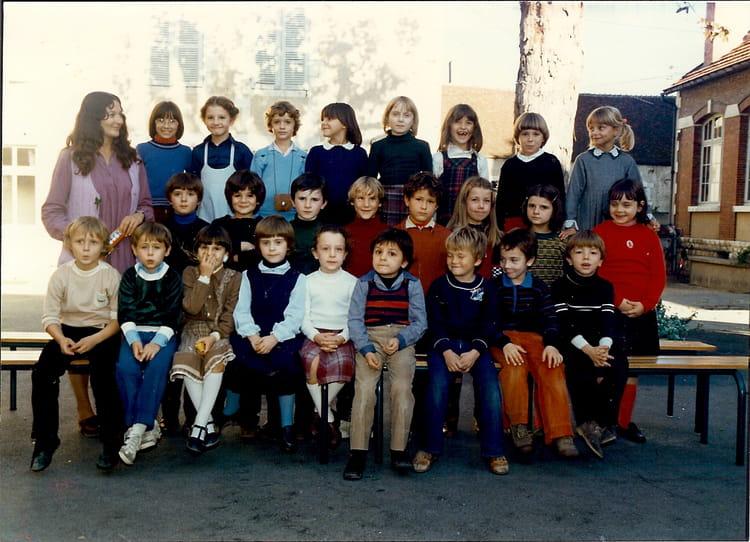 photo de classe ce1 de 1980 ecole du pont auxerre copains d 39 avant. Black Bedroom Furniture Sets. Home Design Ideas