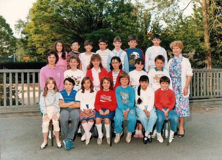 Photo de classe CM1 de 1986, Ecole Ferdinand Buisson (Sainte Genevieve Des Bois) Copains d'avant # Auto Ecole Sainte Genevieve Des Bois