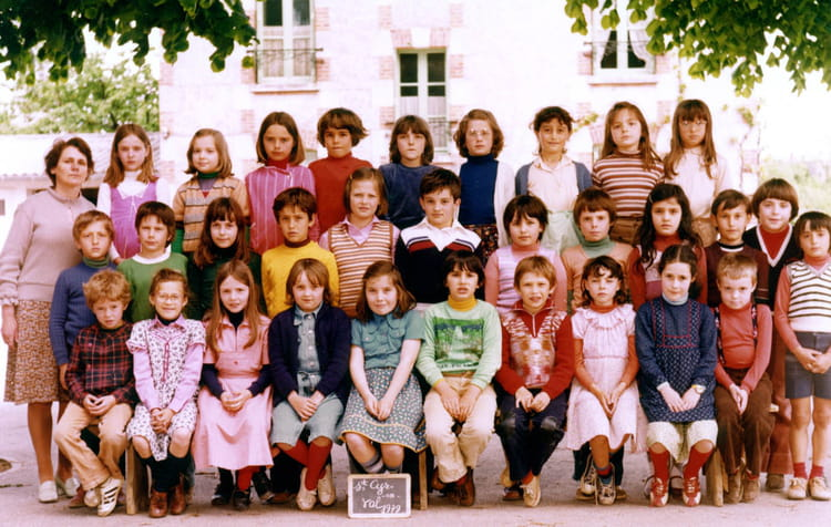 photo de classe ce2 de 1979 ecole primaire st cyr en val copains d 39 avant. Black Bedroom Furniture Sets. Home Design Ideas