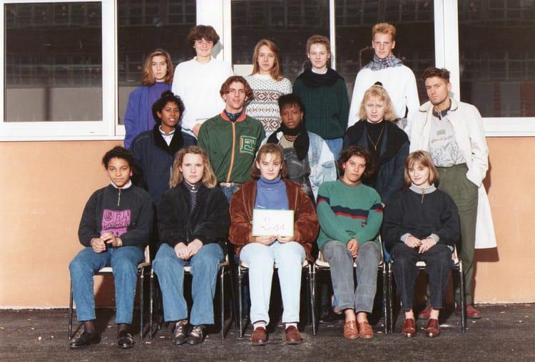 photo de classe 2nde 11 de 1989 lyc e edouard gand copains d 39 avant. Black Bedroom Furniture Sets. Home Design Ideas