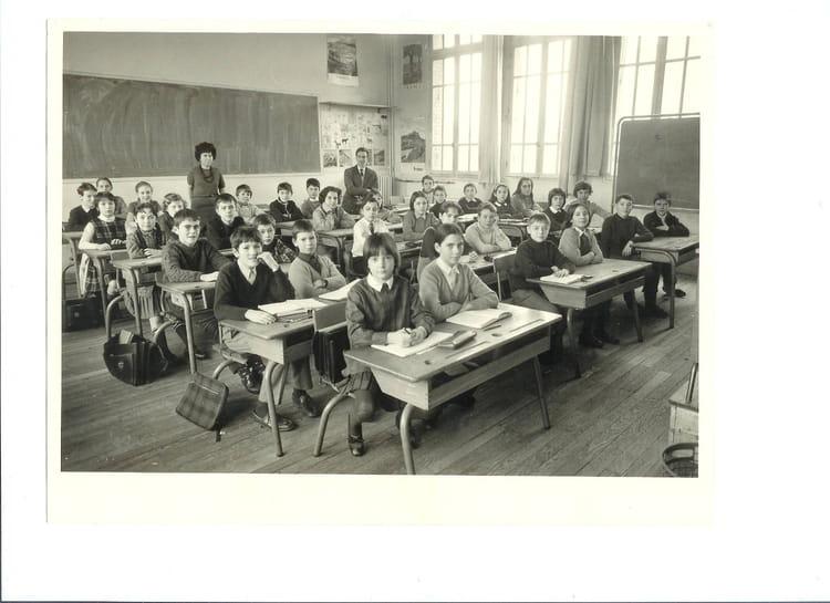 Photo de classe sixi me classique de 1967 coll ge maison for Maison blanche classique
