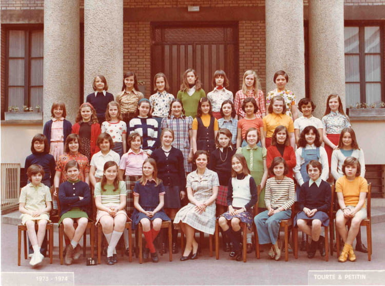 photo de classe 6 me de 1973 cole normal catholique rue blomet paris 15 copains d 39 avant. Black Bedroom Furniture Sets. Home Design Ideas