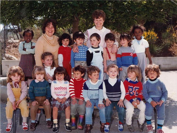 photo de classe maternelle moyen 83 84 de 1983 ecole louis pecout la ciotat copains d 39 avant. Black Bedroom Furniture Sets. Home Design Ideas