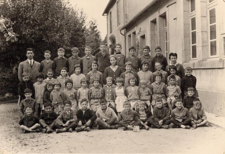 Photo de classe CE1 et CE2 de 1961, Ecole Primaire (Saint Junien La ... 09f8f858a318