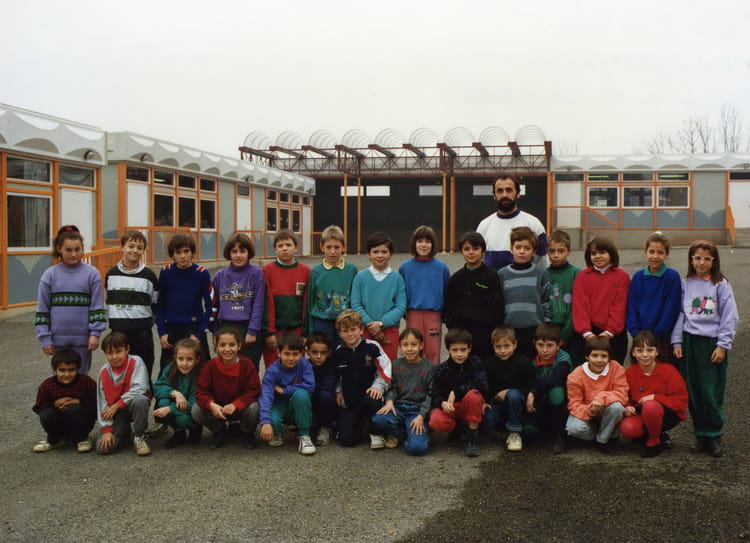 photo de classe cm1 classe de mr quintard de 1988 ecole saint felix rodez copains d 39 avant. Black Bedroom Furniture Sets. Home Design Ideas