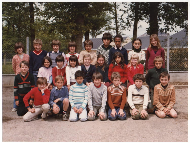 photo de classe cm1 de 1981 ecole charles peguy maintenon copains d 39 avant. Black Bedroom Furniture Sets. Home Design Ideas