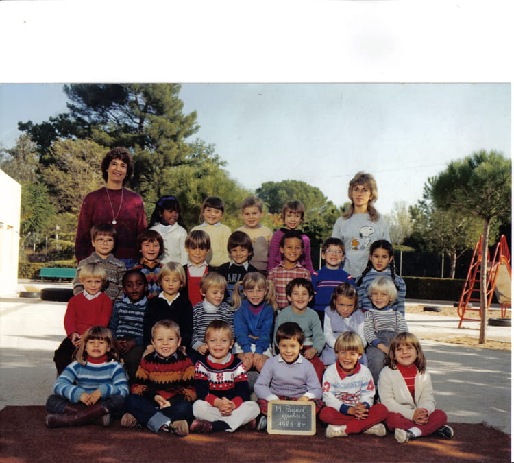 photo de classe grands 2 de 1983 ecole maternelle marcel pagnol copains d 39 avant. Black Bedroom Furniture Sets. Home Design Ideas