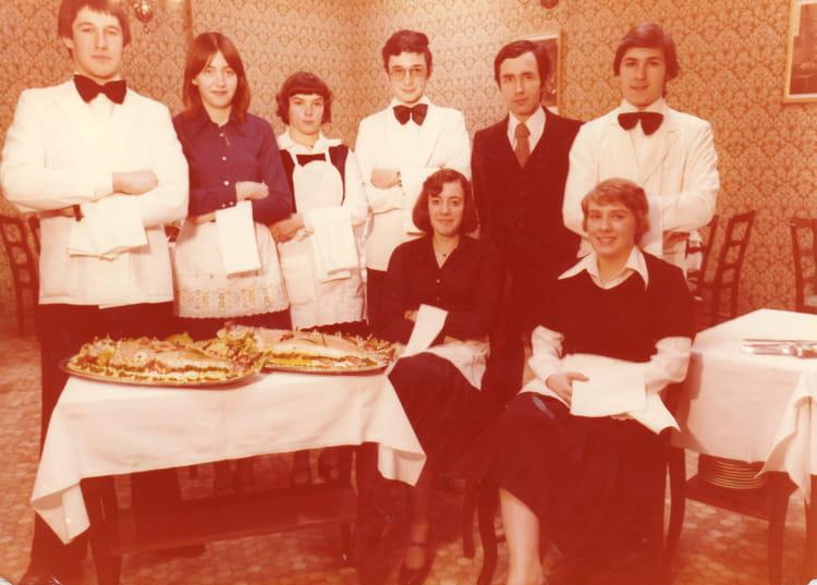 Photo de classe cap service de 1977 cfa de la chambre de m tiers du loir et cher copains d 39 avant - Chambre des metiers eure et loir ...