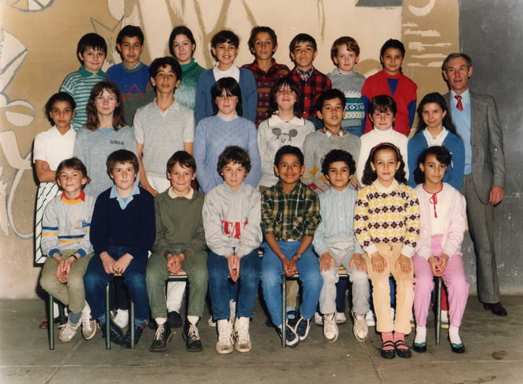 photo de classe cm1 2 de 1984 ecole les capucins melun copains d 39 avant. Black Bedroom Furniture Sets. Home Design Ideas