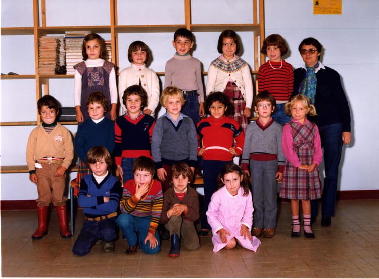 photo de classe cp de 1981 ecole paul bert saint jean de la ruelle copains d 39 avant. Black Bedroom Furniture Sets. Home Design Ideas
