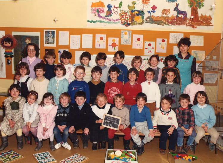 photo de classe maternelle de 1985 ecole claude debussy saint jean de linieres copains d 39 avant. Black Bedroom Furniture Sets. Home Design Ideas