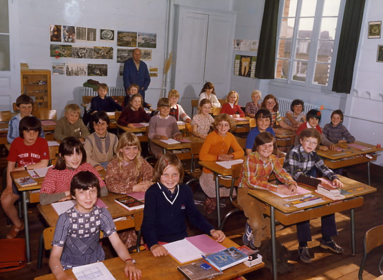 photo de classe cm1 de 1980 ecole claude debussy dinard copains d 39 avant. Black Bedroom Furniture Sets. Home Design Ideas