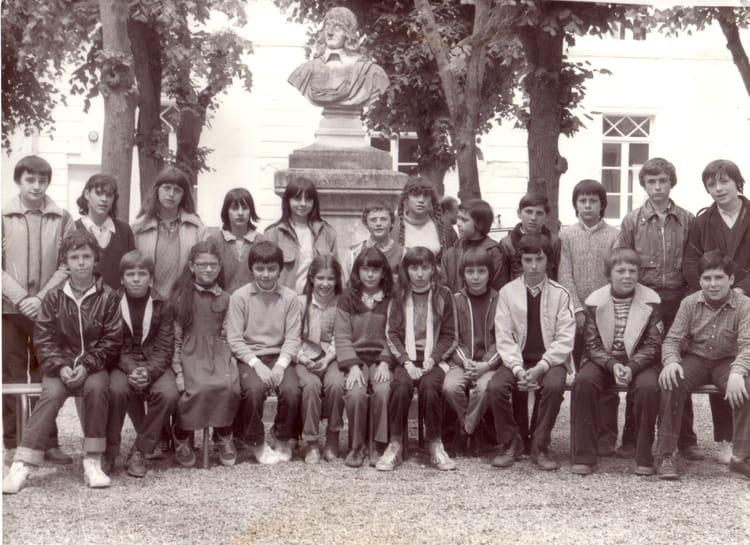 photo de classe 6 u00e8me 9 de 1981  coll u00e8ge ren u00e9 descartes