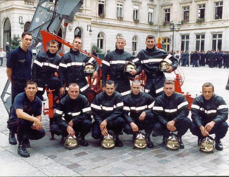 photo de classe auteuil de 2002 brigade de sapeurs pompiers de paris copains d 39 avant. Black Bedroom Furniture Sets. Home Design Ideas