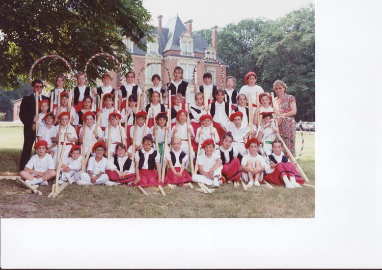 Ecole Notre Dame La Ville Du Bois - Photo de classe CM1 de 1990, Ecole Notre Dame (La Ville Du Bois) Copains d'avant
