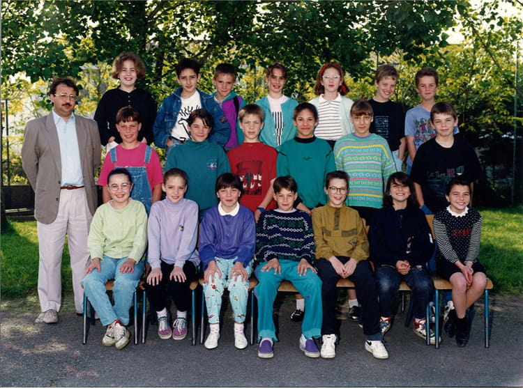 photo de classe cm2 de 1991 ecole les robretieres la roche sur yon copains d 39 avant. Black Bedroom Furniture Sets. Home Design Ideas