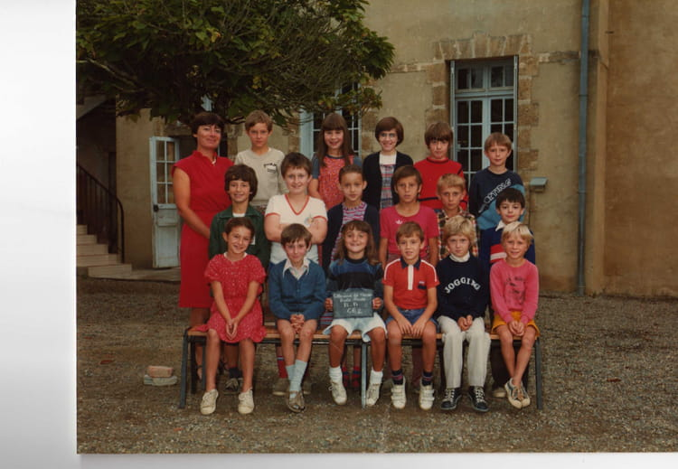 photo de classe ce2 de 1982 ecole le sacre coeur villeneuve de marsan copains d 39 avant. Black Bedroom Furniture Sets. Home Design Ideas