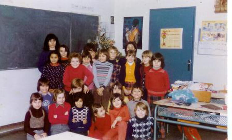 photo de classe ce2 de 1976 ecole groupe paul vaillant couturier copains d 39 avant. Black Bedroom Furniture Sets. Home Design Ideas