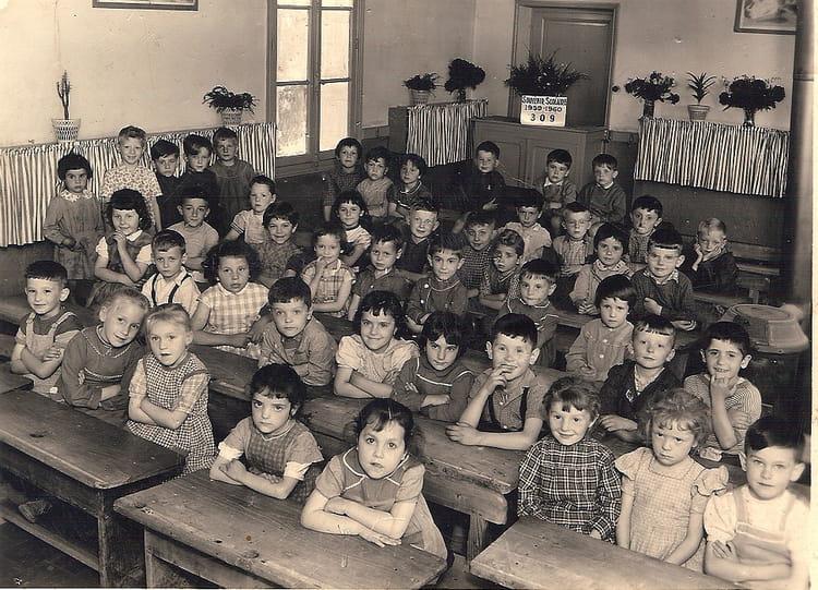 Photo de classe maternel 2 de 1960 ecole la sabliere for Piscine de montceau les mines