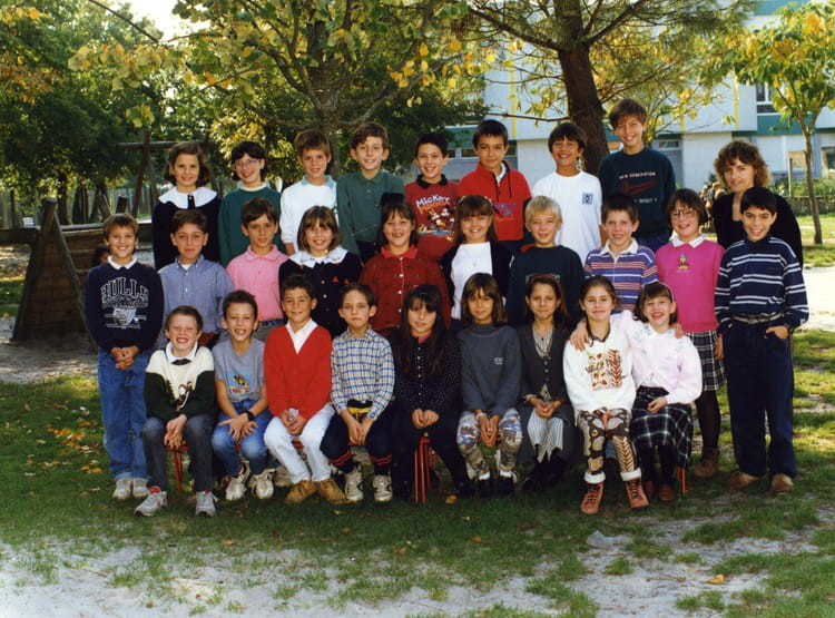 photo de classe cm1 de 1994 ecole maurice ravel saint jean d illac copains d 39 avant. Black Bedroom Furniture Sets. Home Design Ideas