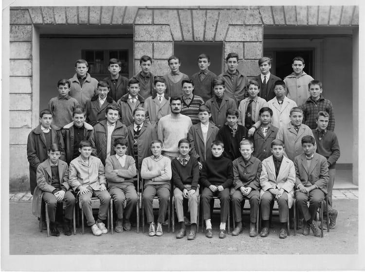 photo de classe 4 u00e8me m2t de 1964  lyc u00e9e guez de balzac