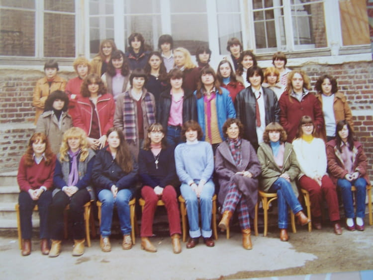 photo de classe cap employee de bureau de 1970 lep jeanne. Black Bedroom Furniture Sets. Home Design Ideas