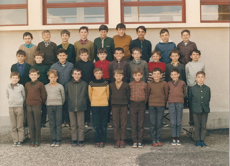 photo de classe cm2 de 1969 ecole jean bonthoux villefranche sur saone copains d 39 avant. Black Bedroom Furniture Sets. Home Design Ideas