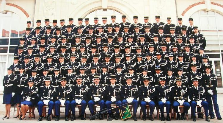 photo de classe 187 me promotion de 1995 ecole gendarmerie montlucon esog copains d 39 avant. Black Bedroom Furniture Sets. Home Design Ideas